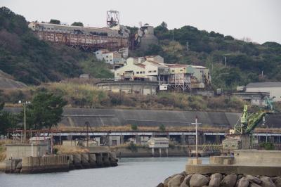 長崎県の池島(前編)。まだ人々が住んでいる炭鉱の島。建ち並ぶ団地と猫と静寂が迎えてくれます。