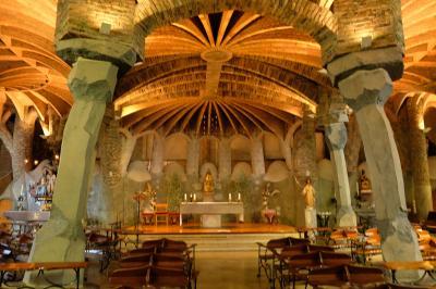 2017カタルーニャ紀行 コロニア・グエル教会地下聖堂(Cripta de la Colònia Güell)