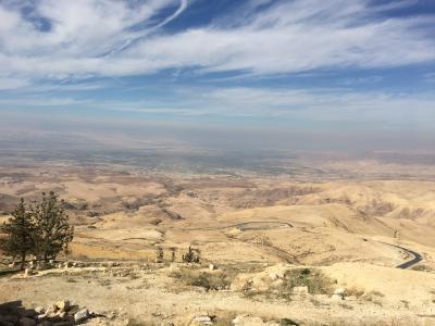 神秘の遺跡があるヨルダンに行ってきました!(アンマン郊外のネボ山から死海を眺めました。)