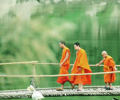 Laos メコンの宝石(11/20) 世界遺産ルアンパバン ナムカン川の竹の橋