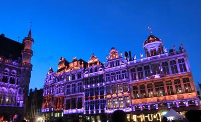 今回の旅程の最後の訪問はブリュッセル、グランプラスのライティング、ワッフル、チョコレート・・・