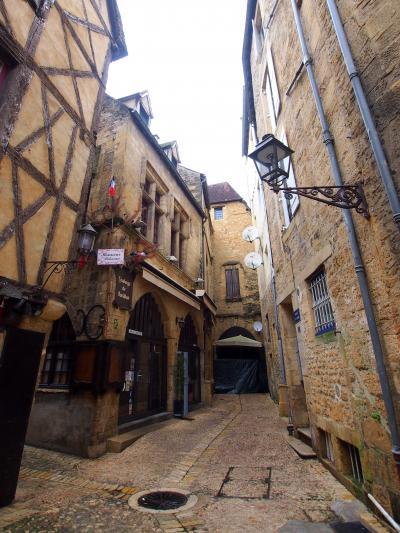 《2017~2018年末年始 暖冬のフランス 《3》 サルラ・ラ・カネダ 魅せられた 中世の街並み