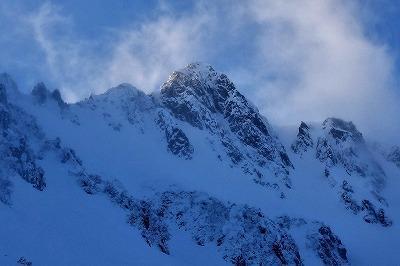 雪化粧をした千畳敷カール 絶景とスノーハイク