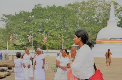 スリランカ 見つけた!1人旅(2) 祈りの町アヌラータブラ 世界遺産を巡る