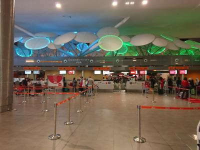 チャンギ空港ターミナル4に到着