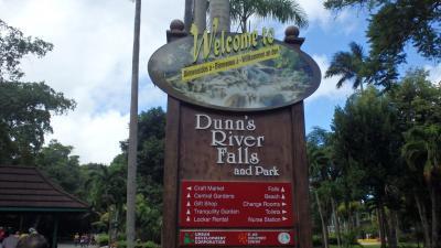 ジャマイカのオーチョリオスでダンズリバー滝登り