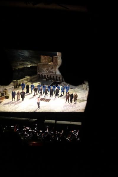 夜はオペラ