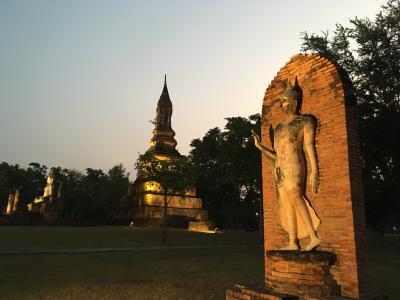 2018冬タイ(3)夕暮れのスコータイ、北側と南側