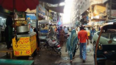 Risk in  Karachi ...  そう    ここは  危険極まり無い街   カラチ   2018