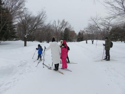 雪景色の札幌中島公園を歩く