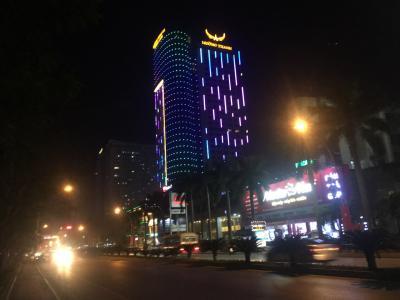 アジア縦横断の旅道中記 17《ハノイから今回のベトナム旅行最後の町ヴィンへ。ヴィンでは久々の近代的な街並みに少しテンションが上がる》