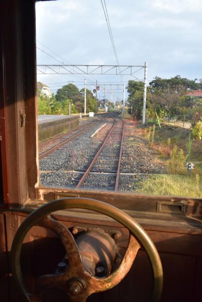 宍道湖畔を走るのどかな一畑電車(島根)