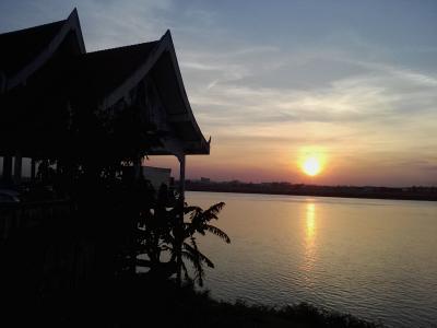 今日もまたメコン川に夕日が沈む…サワンナケート