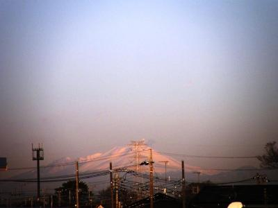 早朝ウォーキングコースから見られる関東平野を取り巻く山々を見ながら歩く・・・今朝は浅間山も