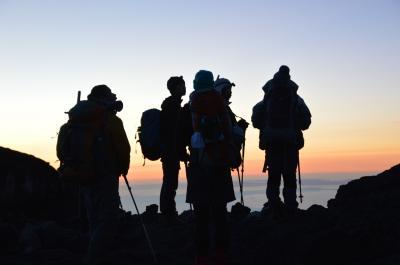 富士山頂で御来光