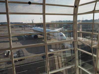 パイロットとチーフパーサーと日本出発前夜に食事して翌日彼らの飛行機に乗ってシンガポールへ~シンガポール航空ビジネスクラス利用~