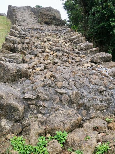 沖縄-11 勝連城跡〔世界遺産〕天険の要害を利用した古城 ☆周囲の海岸を見渡す眺望