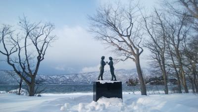 雪の十和田湖畔