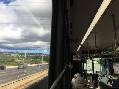 ハワイの市バスは高速道路を走る