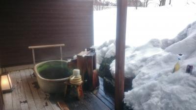 栃木県 奥日光で雪見露天風呂と素敵な夜 (6-4) 部屋の雪見露天風呂を満喫