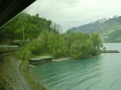2017GW スイス39:クール→チューリッヒ 車窓の風景ヴァーレン湖とチューリッヒ湖