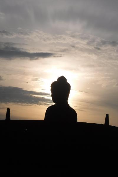 感動のボルブドール遺跡とブランバナン寺院。でも、暑さと疲れで気を失って、生まれて初めての救急車体験したのがインドネシアとは!