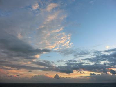 朝焼けの境港沖海上 ダイヤモンド・プリンセス 納涼の日本海と宮崎・韓国9日間