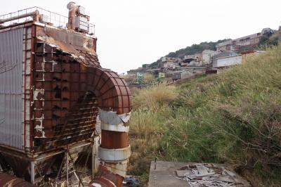 長崎県の池島(後編)。まだ人々が住んでいる炭鉱の島。建ち並ぶ団地と猫と静寂が迎えてくれます。