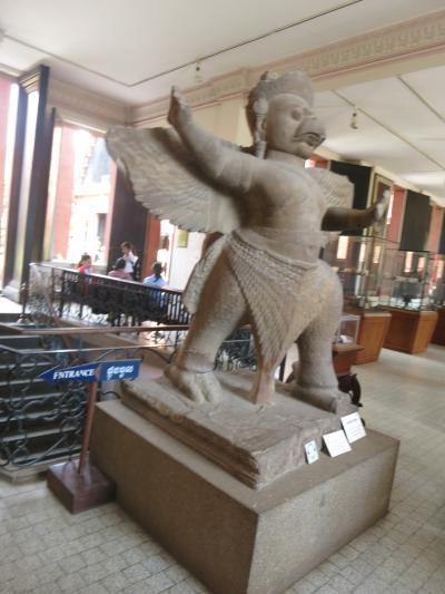 念願のアンコールワット その3市内観光  博物館と王宮