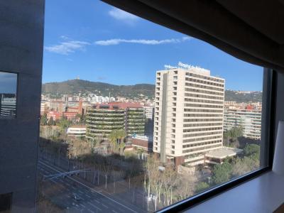 帰ってきましたバルセロナ、わずか4日間だけのスペイン滞在スタート。イタリア旅行前に。やったスターウォーズの飛行機。(ビジネスクラス)
