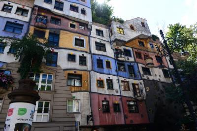 4回目のウィーン ⑤ 「ウィーンのガウディ」・フンデルトヴァッサーの作品を見てきました。