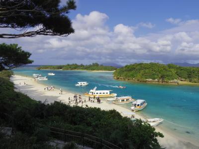 古き良き沖縄の原風景が残る竹富島と亜熱帯ジャングル西表島をめぐる旅