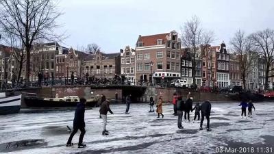【オランダ☆アムステルダム】7年降りに運河が凍りました!