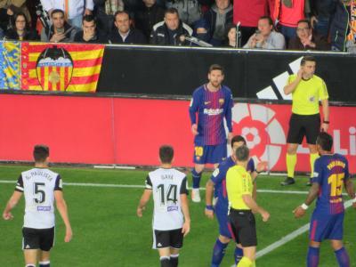 ちょっぴり寒い11月のスペインを欲張る旅行(その10 消えたゴール、みんな見ていたボールの行方) バレンシア対バルセロナ 観戦記