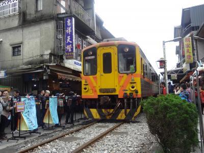 台湾鉄道旅行 平渓線(十分老街)と台北→高雄最速プユマ号に乗車 往路バニラ復路ピーチ利用