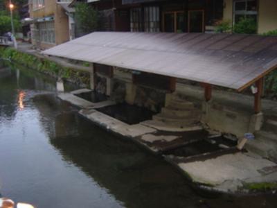 日本一恥ずかしい温泉。熊本/満願寺温泉、南小国露天風呂共同川湯な旅