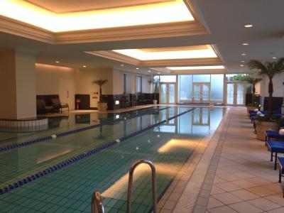 リッツ・カールトン大阪 最上階スカイビュールームに泊まる3 朝食とプール