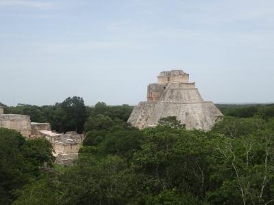 2017年夏休み アラ還夫婦の個人旅行 メキシコ(4) グアダルーペ寺院、メリダへ移動、ウシュマル・カバー