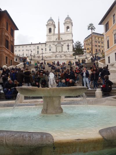 スペイン広場にスペイン階段。なんでローマにスペイン?まあ,いいでしょう。