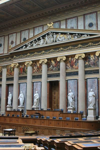 オーストリア ウィーン ウィーン郵便貯金局、シュテファン大聖堂、国会議事堂を巡って