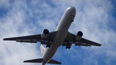 南東からの強風で、伊丹空港発着便が何時もと逆に滑走路を使っていました 上巻。