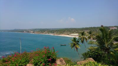 南インド アラビア海のコヴァーラムビーチ