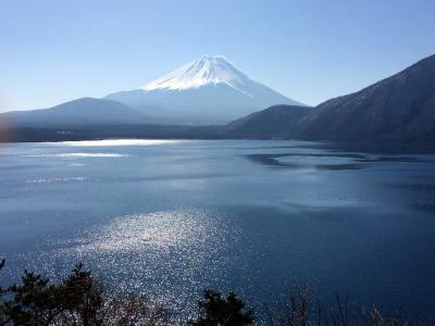 雨のち晴れ、富士五湖から伊豆半島で、春をめぐる