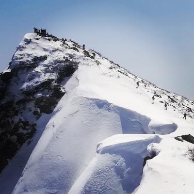 ナイフリッジの絶景/刃を渡る アドベンチャラスな春の雪遊び@ネコ耳岳