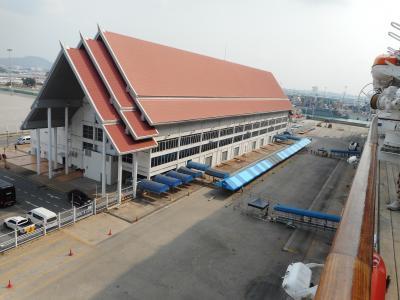 シニアの旅、チャイナエアーラインビジネスで行くシンガポール港からクイーンズメリー2号での船旅、タイ・パタヤ寄港(5)