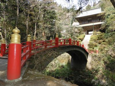 JR大人の休日倶楽部のCMで吉永小百合さんが立った。大田原市の雲巌寺瓜瓞橋。帰路梁山泊で蕎麦を食べる。