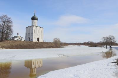バガリュープスキー公の宮殿と ポクロヴァ・ナ・ネルリ教会