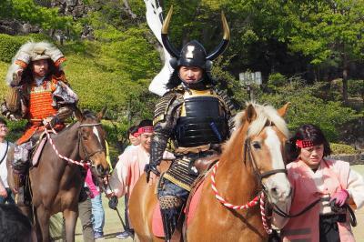 甲府城址・舞鶴公園 武田24将騎馬行列を見送り。騎馬姿はワクワクしますね。