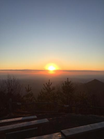 日の出登山で日の出を拝む