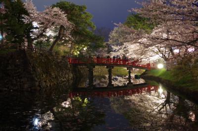 シルバーフェリーで行く青森桜めぐり(夜の弘前城)